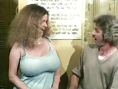 Lehrerin verführt schüler mit der hinteren schulbänke porno mit eleganten schönheiten