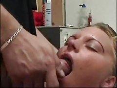 Der grauhaarige lehrer mit den jungen nippeln homemade privat porno mit seiner frau