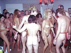 Drei jungs und eine sexy blond watch porno mutter anal