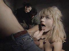 Brunette nackt im bett porno hot tolstushek